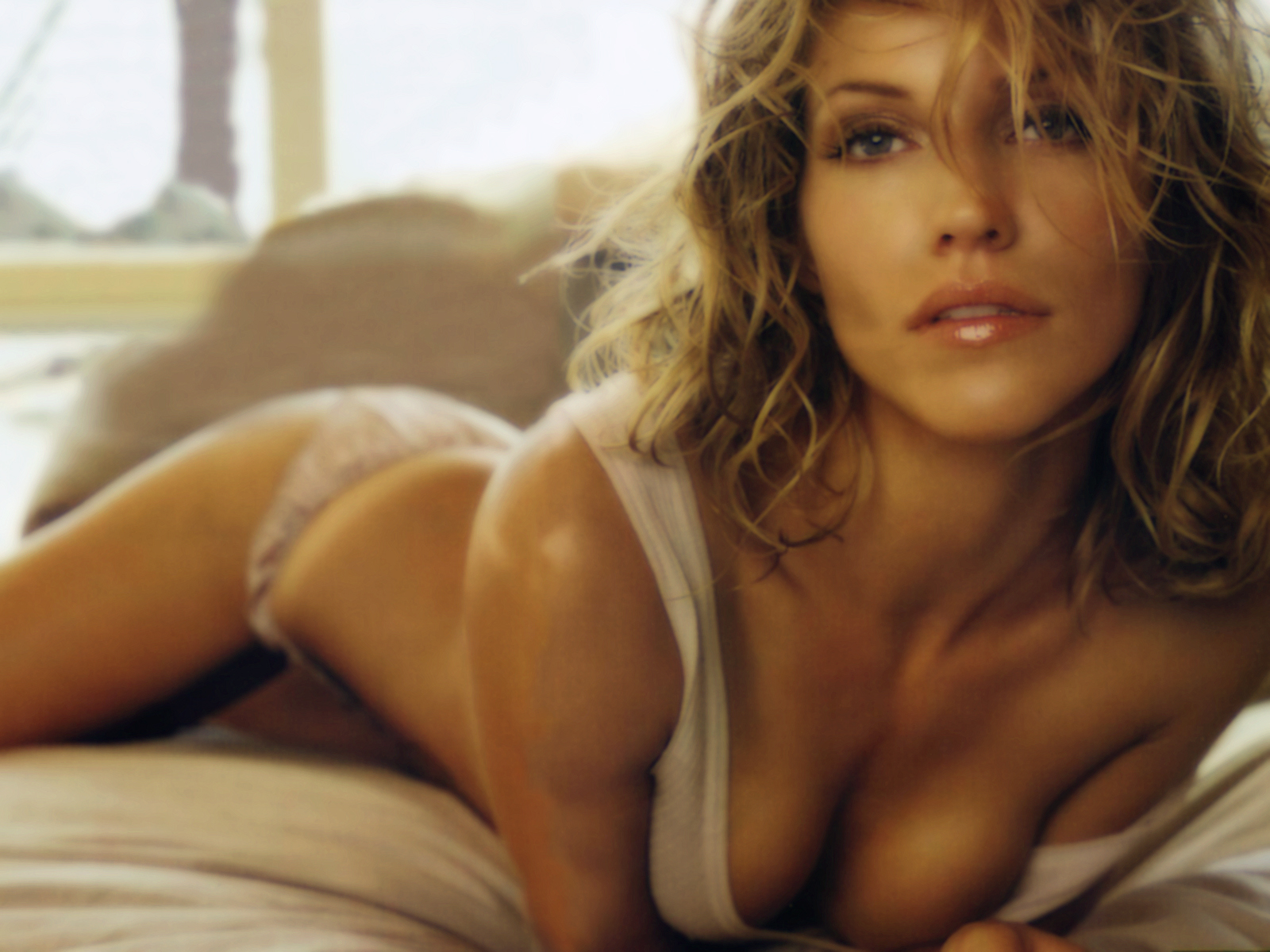 tricia helfer   free desktop wallpapers for widescreen, hd and mobile