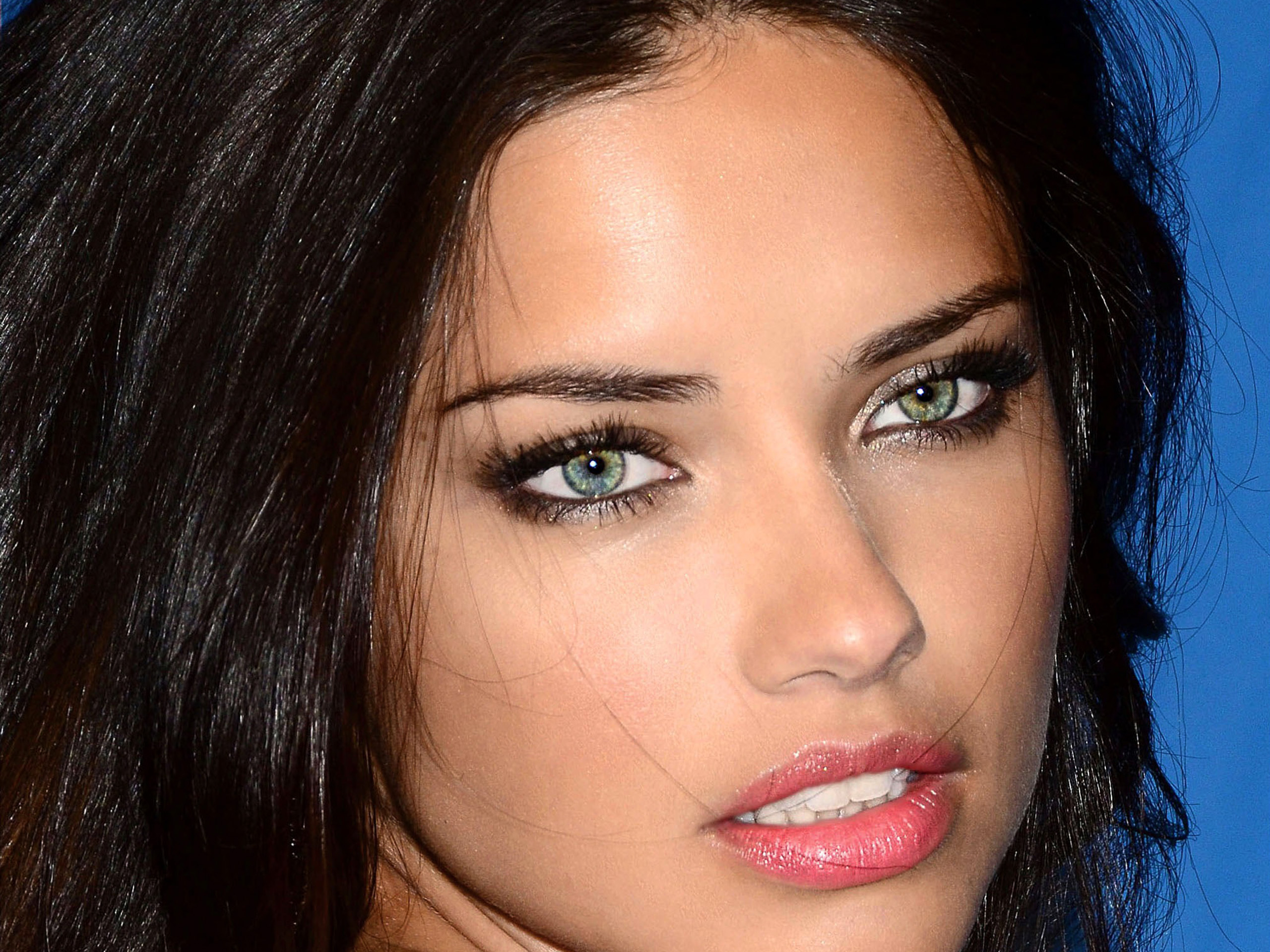 Adriana lima victorias secret in nyc free desktop wallpapers for adriana lima wallpapers voltagebd Image collections