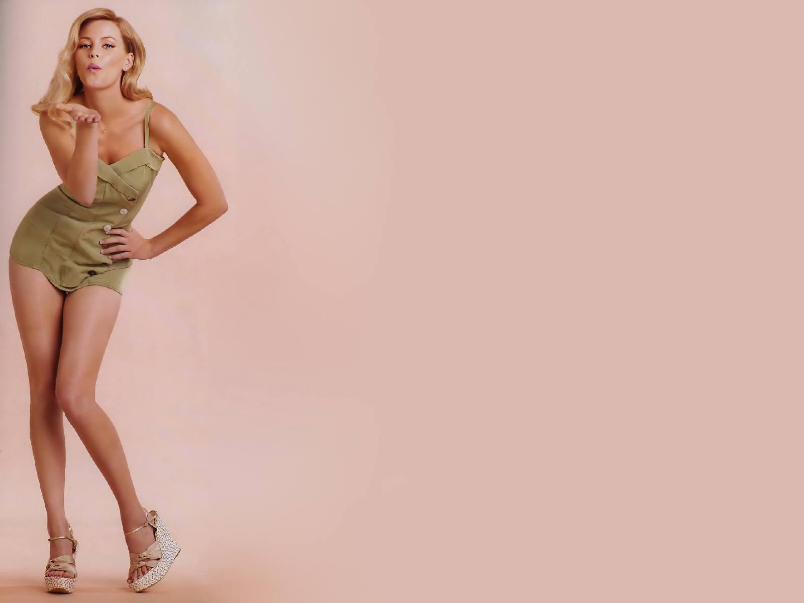 Bikini elizabeth mitchell Elizabeth Banks