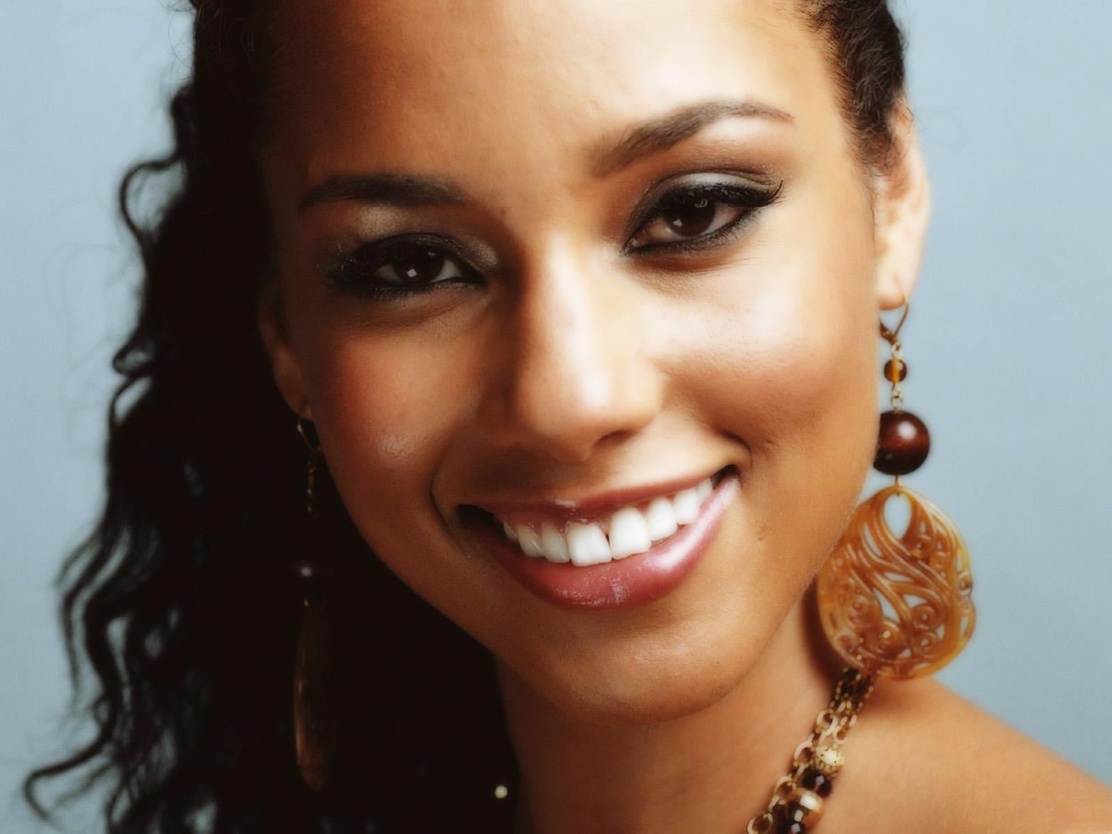 actress alicia keys smiles - photo #10
