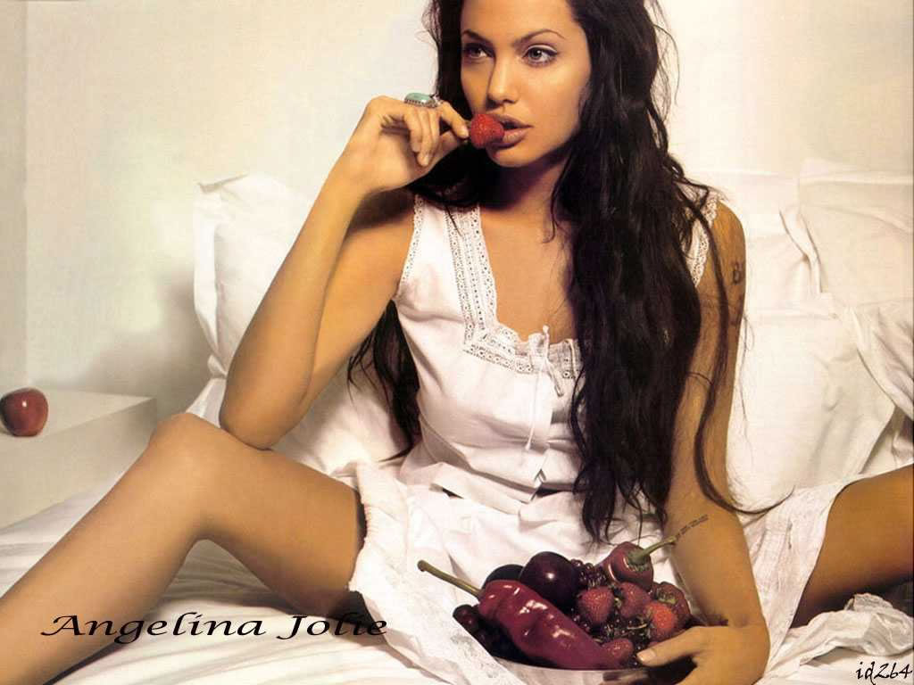 http://www.thewallpapers.org/photo/2440/angelina21024.jpg