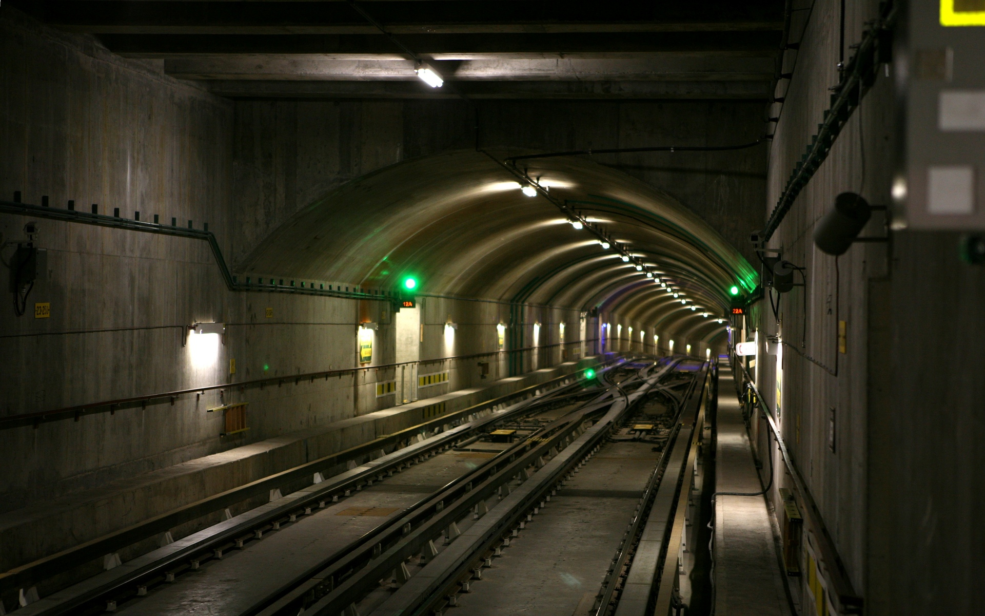 Underground Wal... Underground