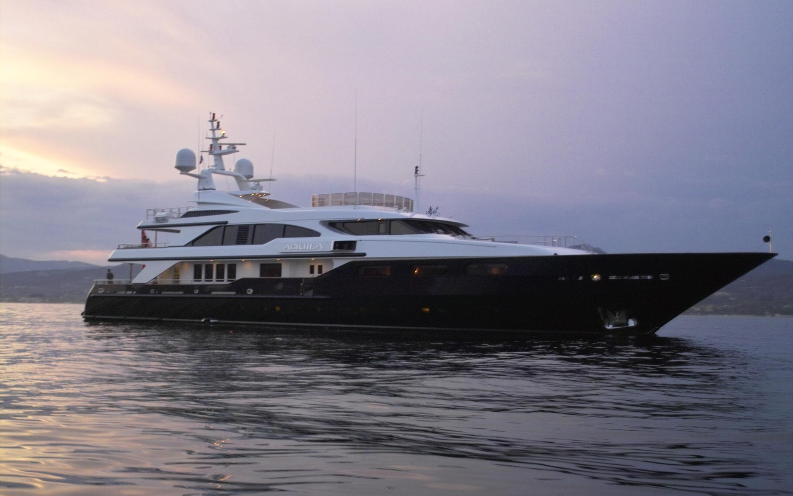 Luxury Yacht In The Gulf Of Saint Tropez 2006