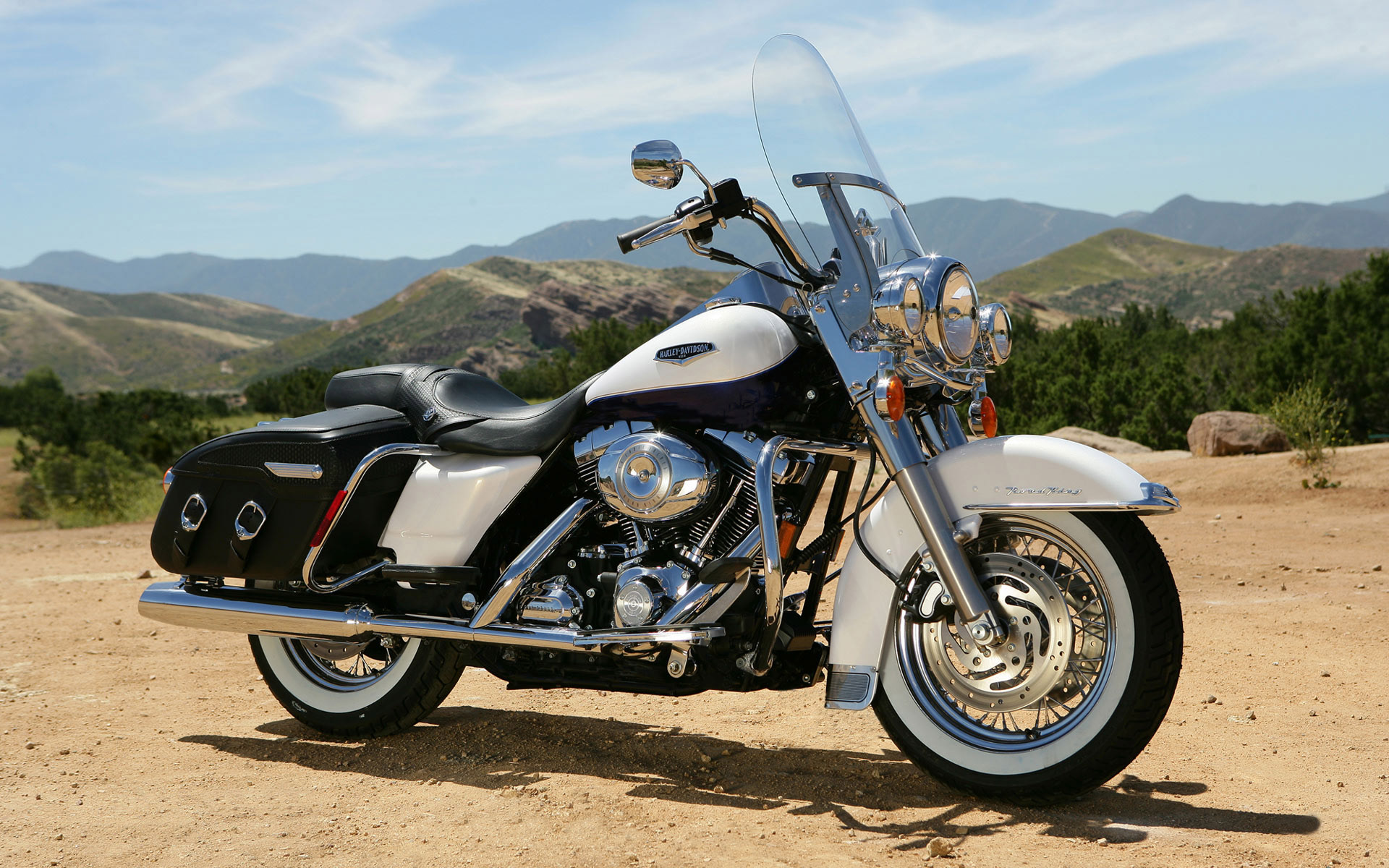 Мотоцикл HARLEY DAVIDSON ROAD KING.