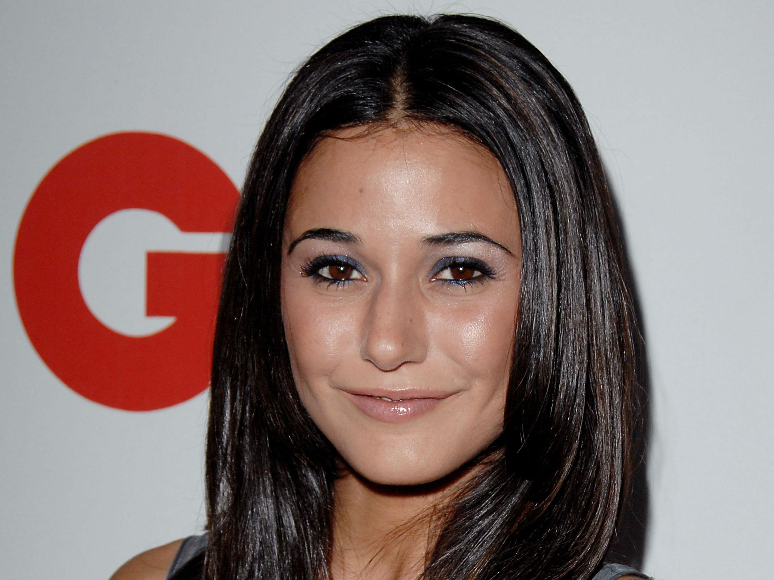 http://www.thewallpapers.org/photo/29241/emmanuelle-chriqui-044.jpg