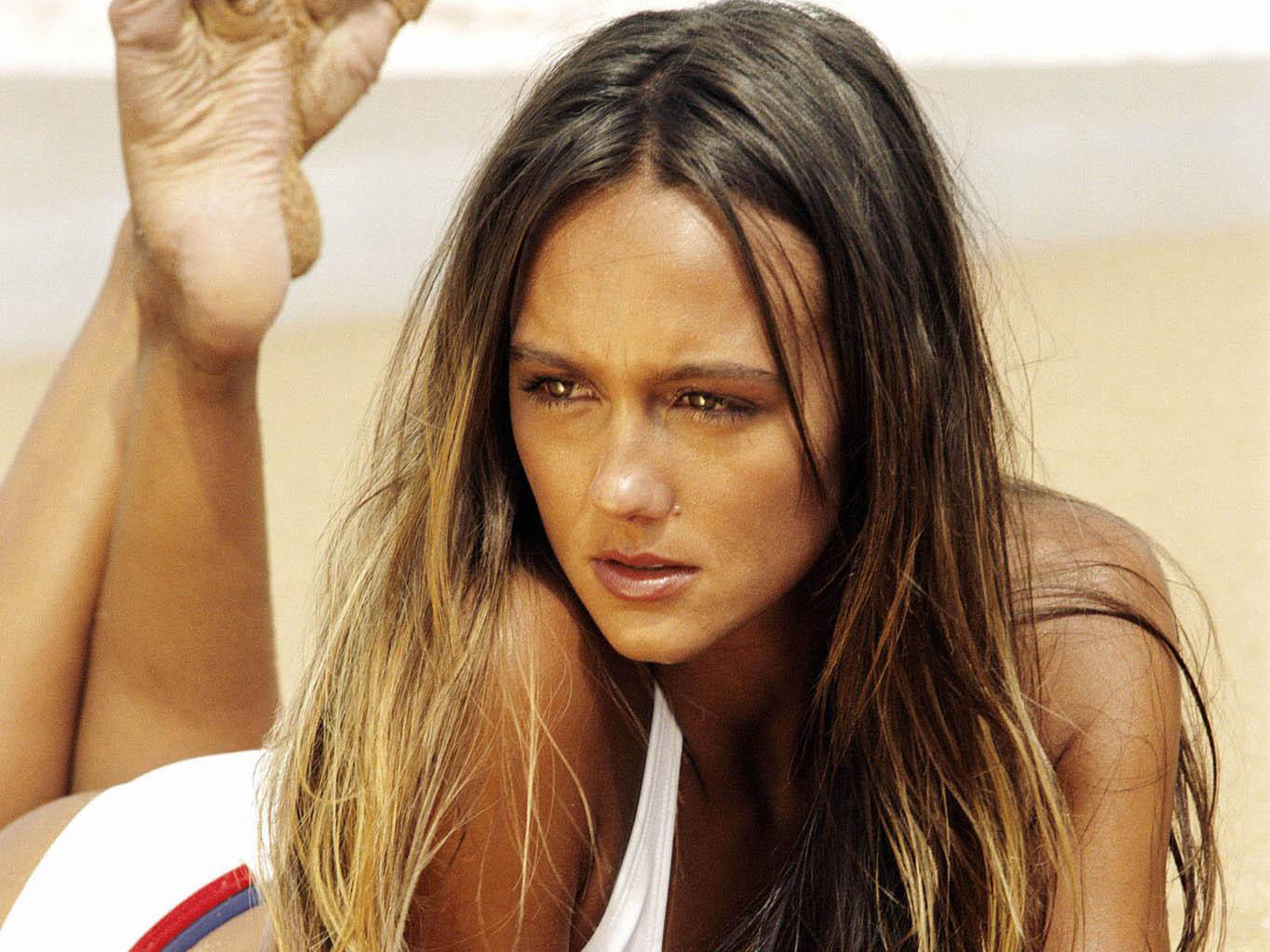 Sharni Vinson wears lion mask but fails to hide her shockingly ...