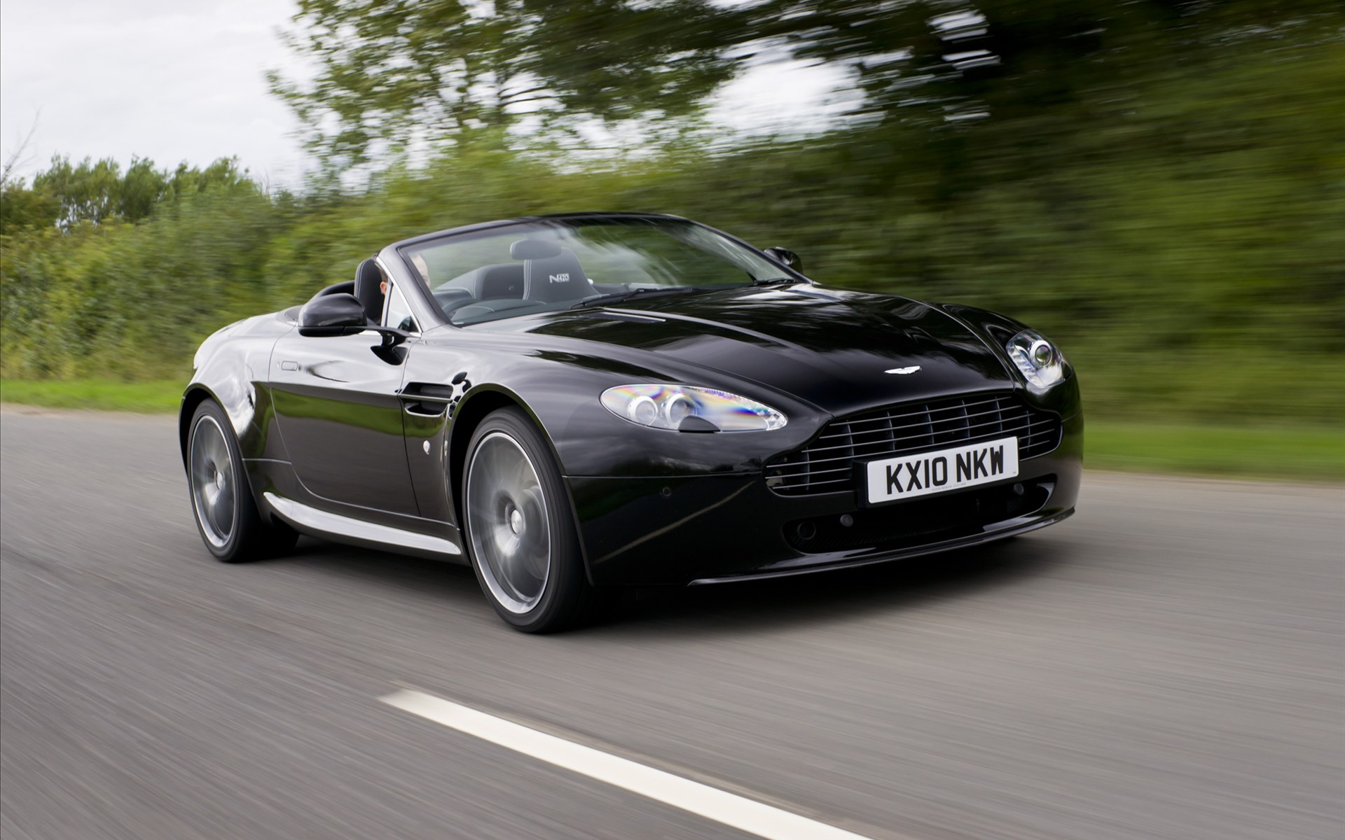 Wallpaper Mobil Sport Aston Martin