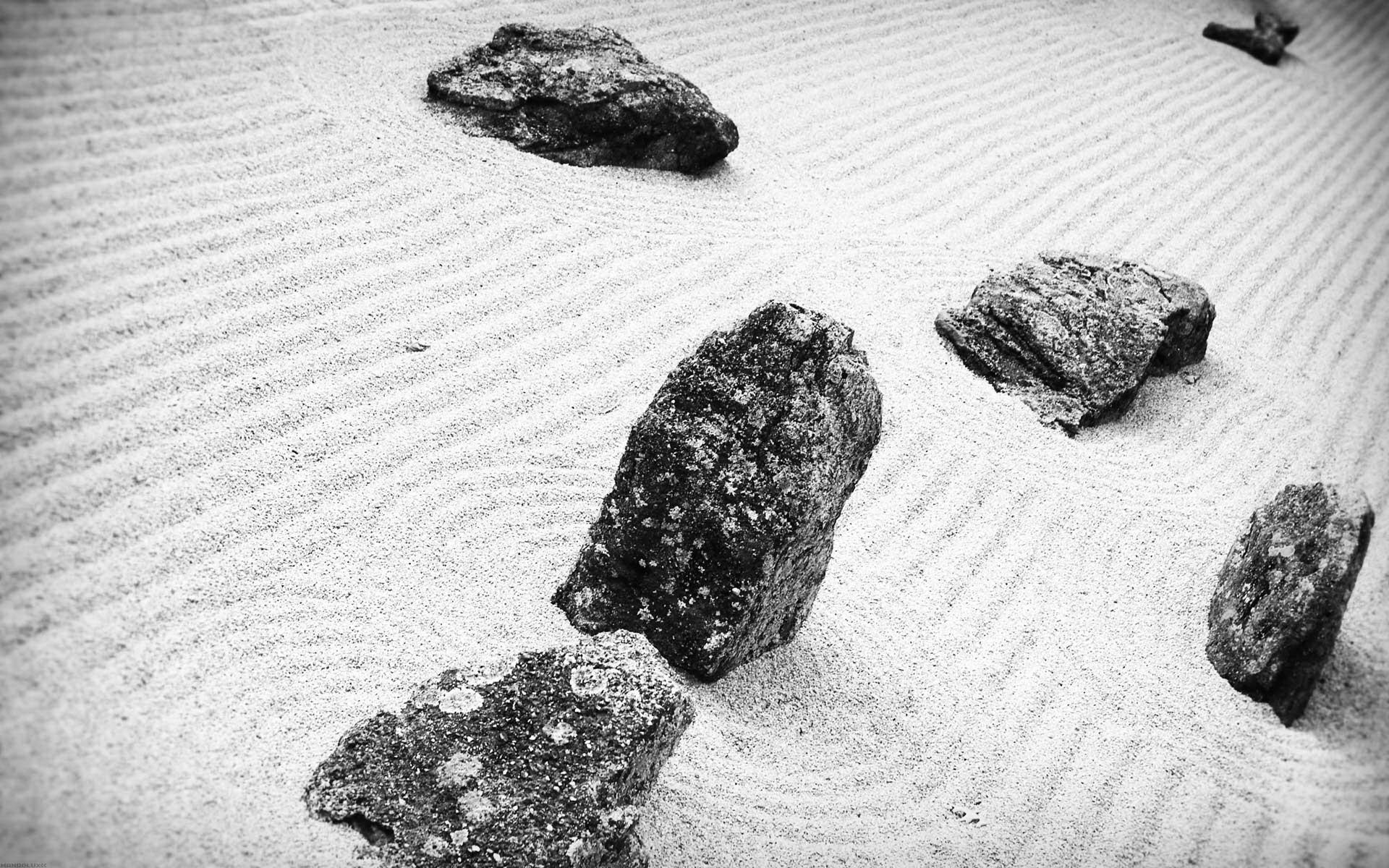 Гладкие черные камни без смс