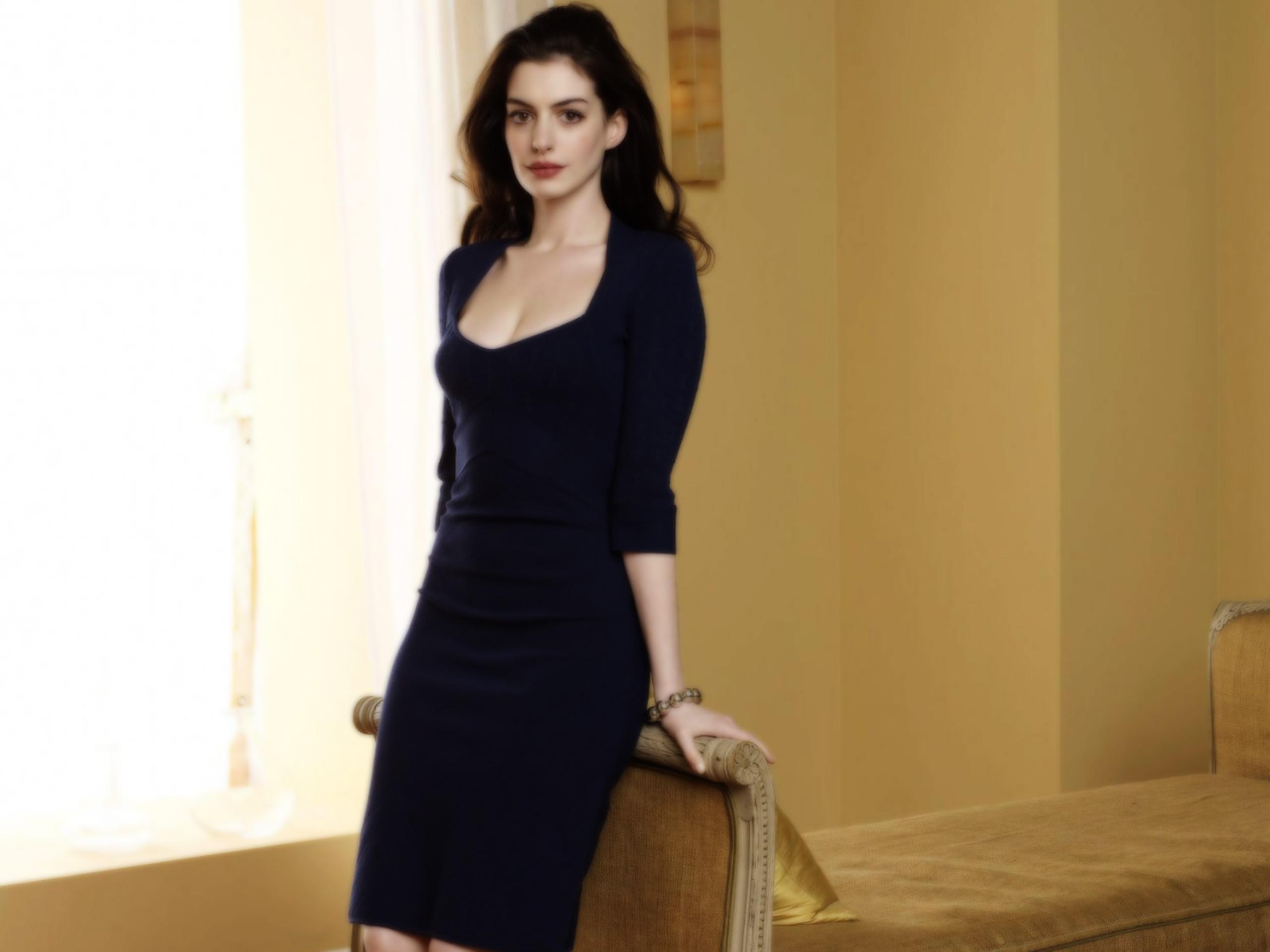 Anne Hathaway Underwearless
