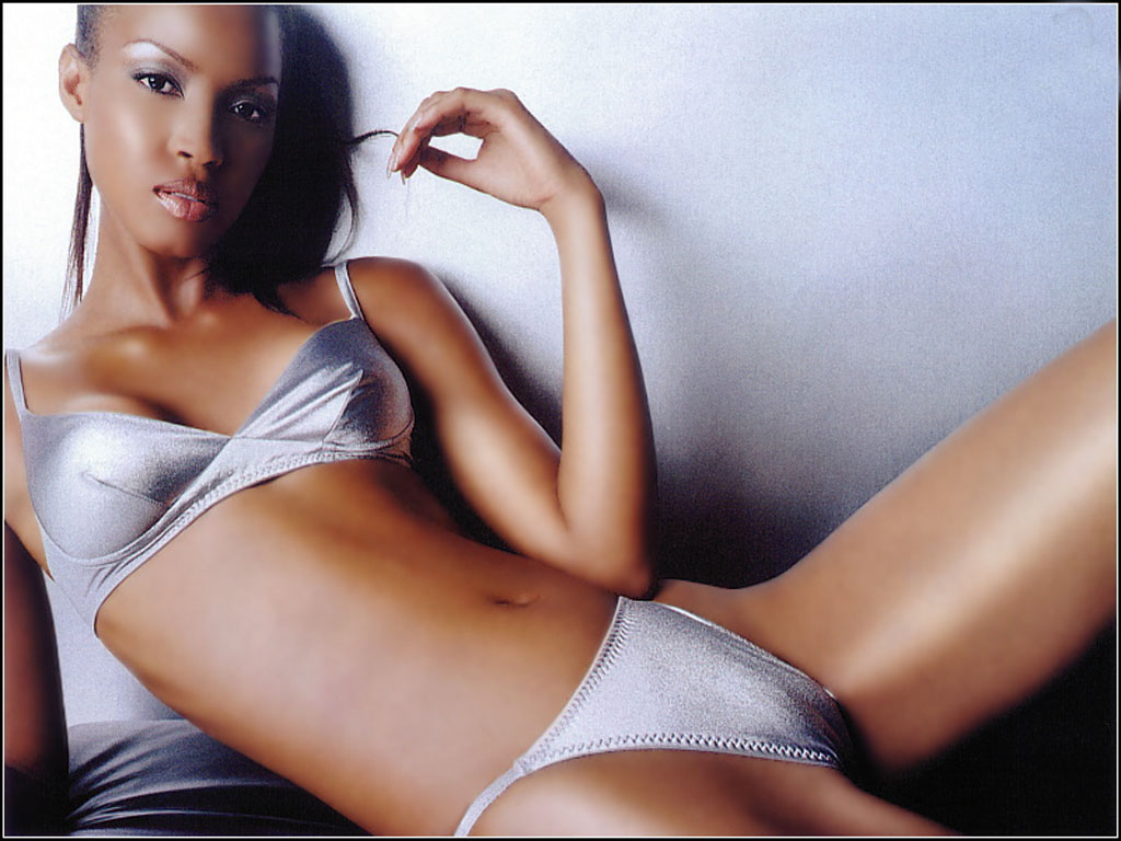 http://www.thewallpapers.org/photo/4645/Tyra_Banks-001.jpg