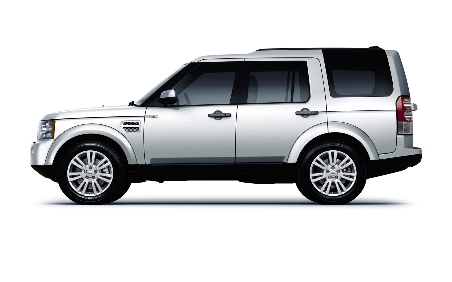 Land Rover Discovery 4 Wallpapers