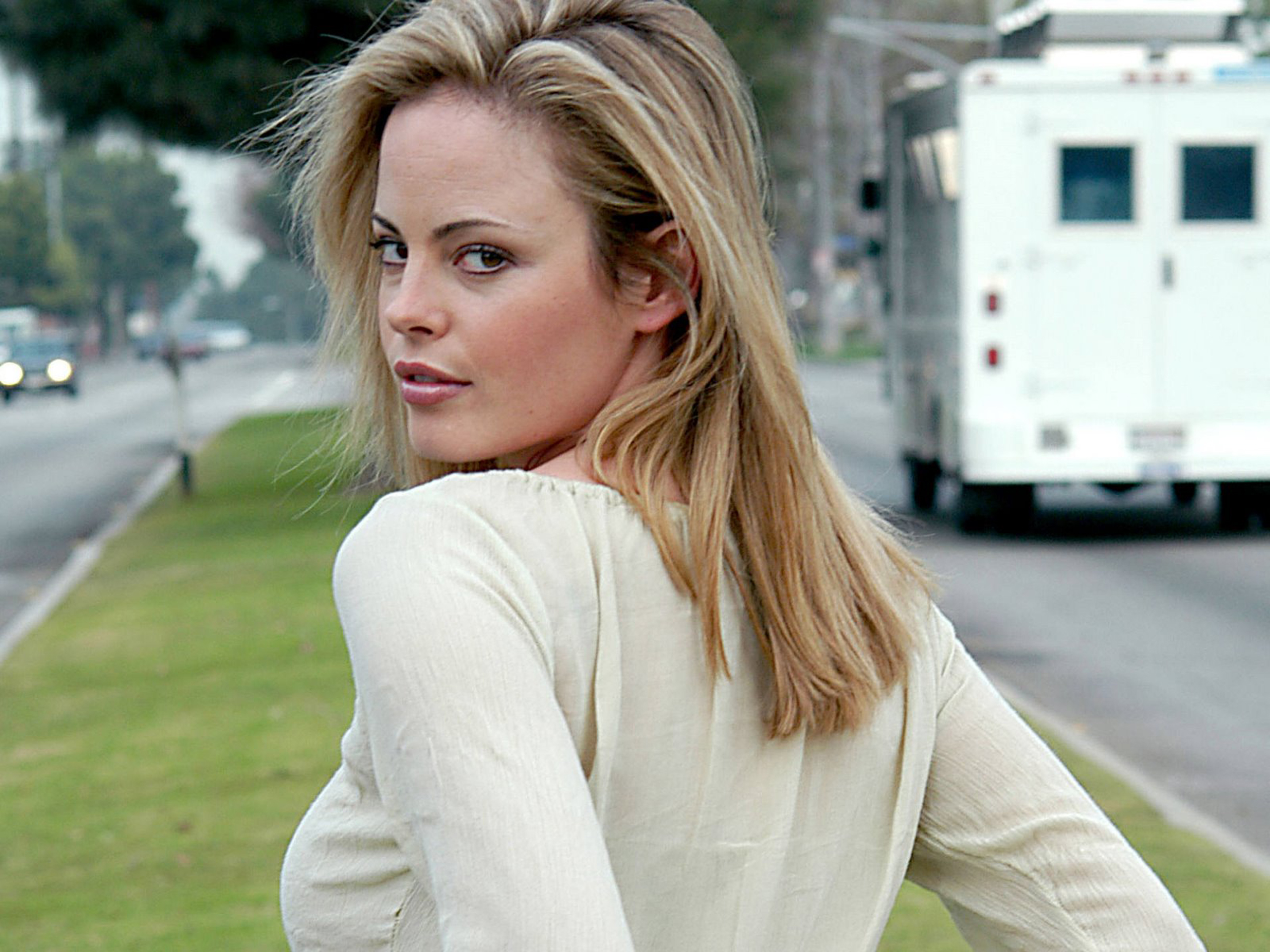 Tips: Chandra West, 2018s alternative hair style of the confident charming  actress
