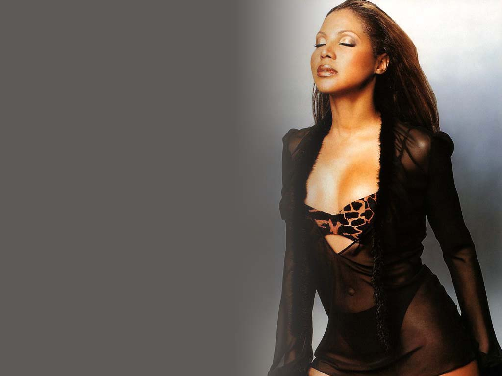 http://www.thewallpapers.org/photo/5498/Toni_Braxton-006.jpg