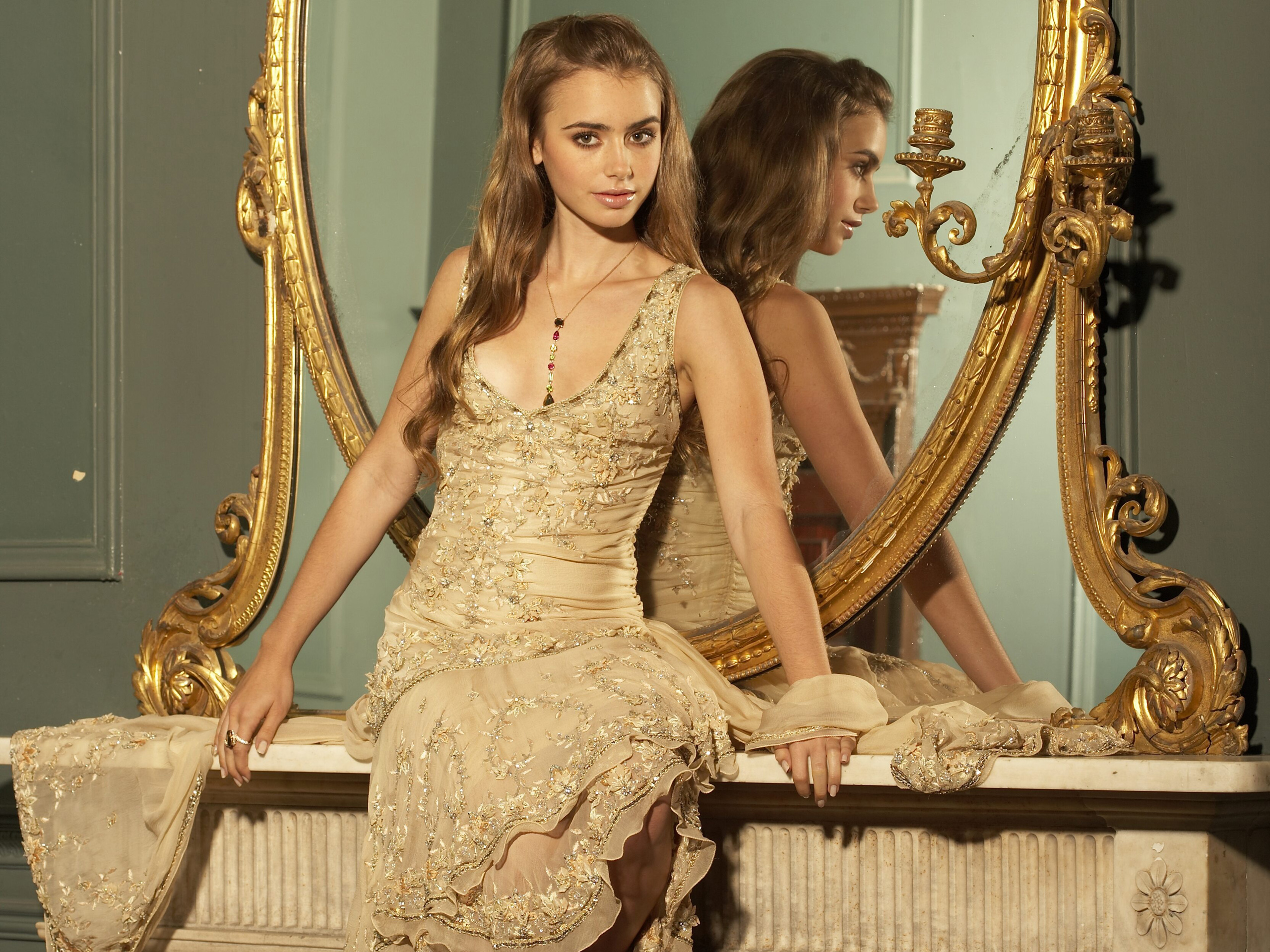 Фото девушек возле зеркала 13 фотография